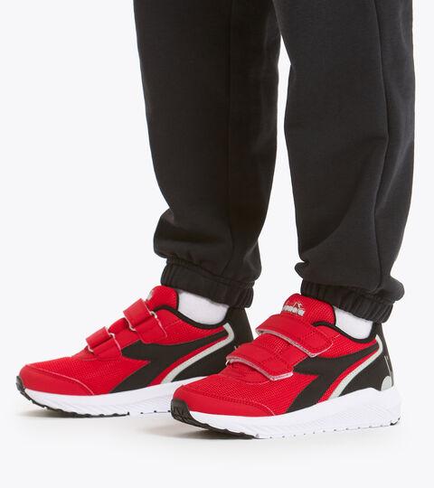 Running shoe - Kids FALCON JR V HIGH RISK RED/BLACK/WHIE - Diadora