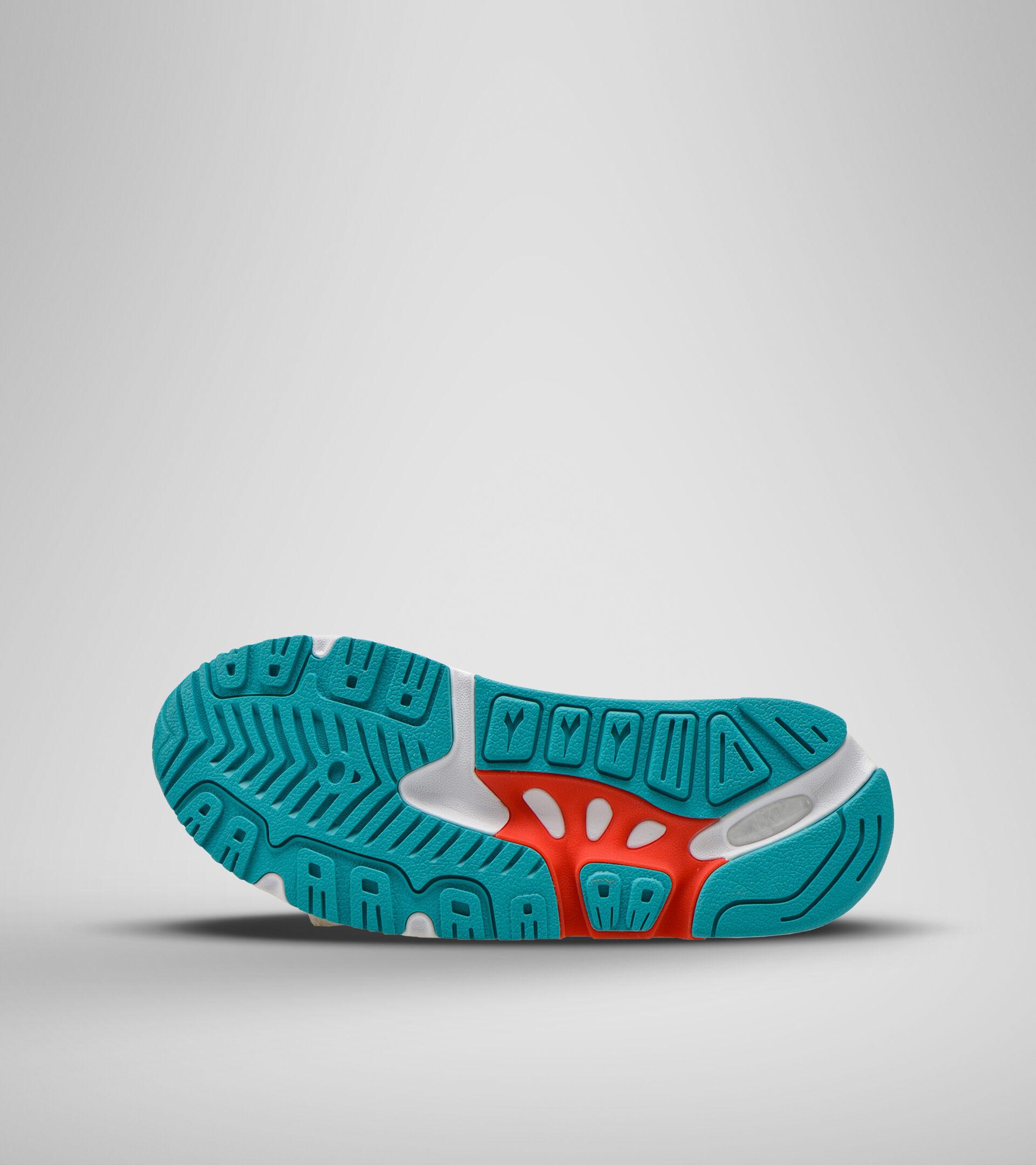 Footwear Sportswear UOMO MYTHOS OUTDOOR BLANCA OSTRA Diadora
