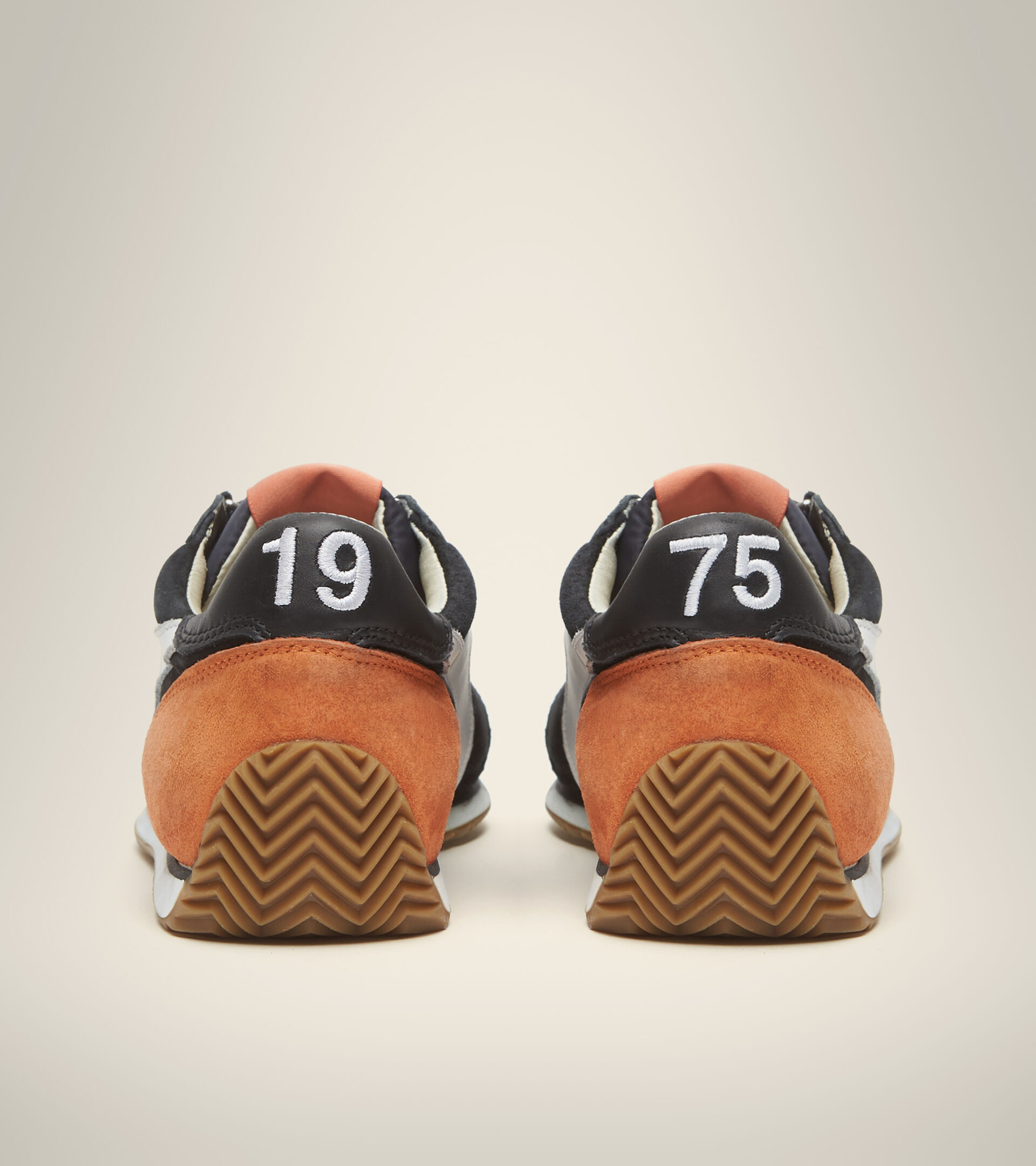 Footwear Heritage UNISEX EQUIPE SUEDE SW NERO FANTASMA Diadora