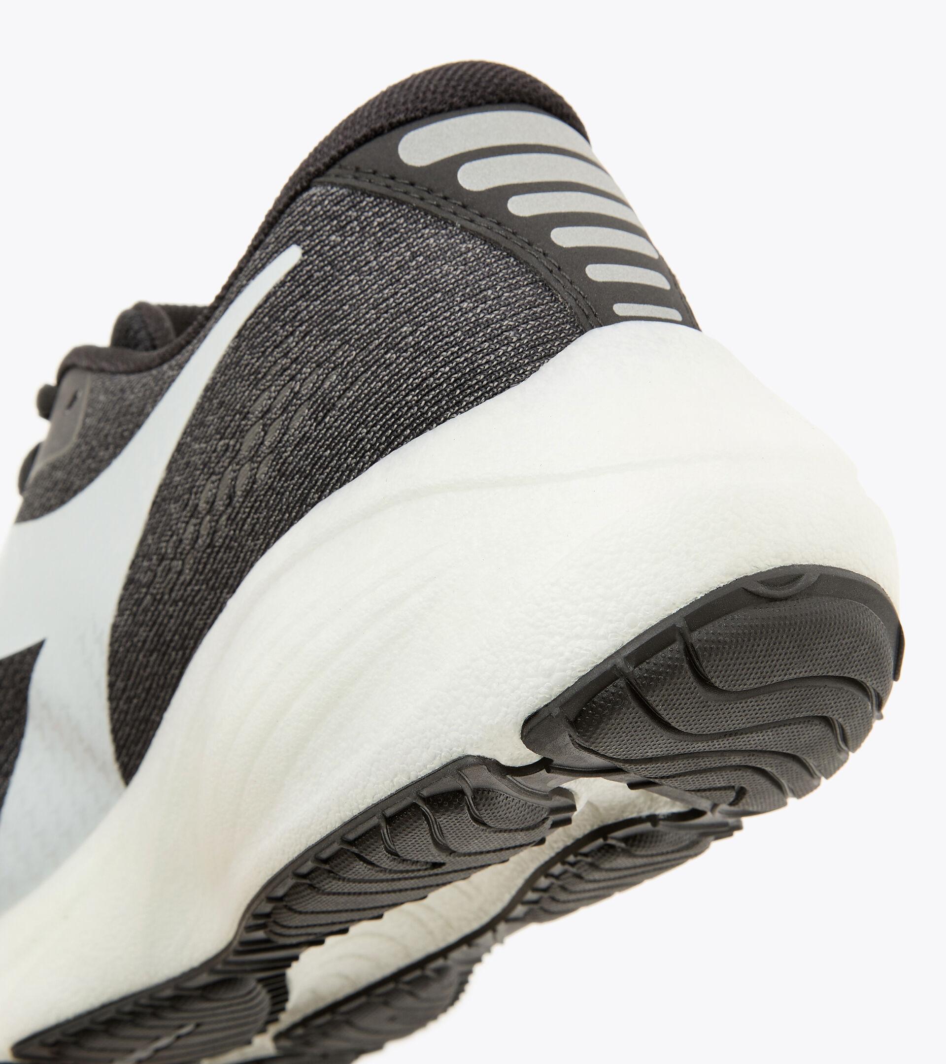 Chaussures de running - Homme FRECCIA NOIR/GRIS ACIER/BLANC - Diadora