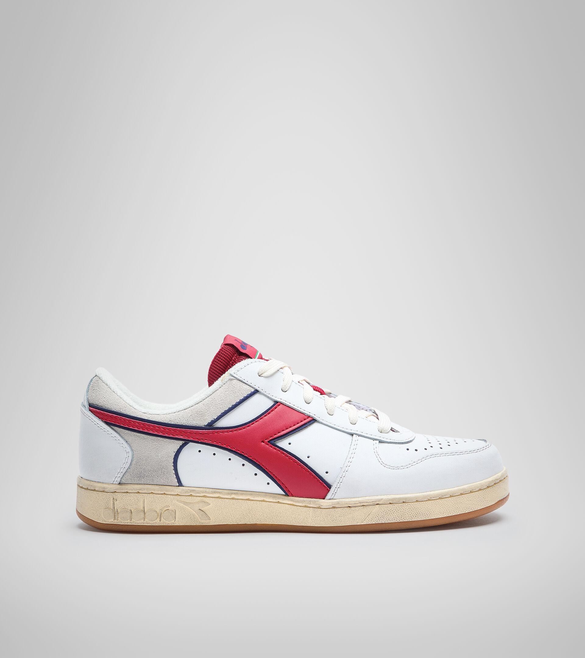 Sports shoe - Unisex MAGIC BASKET LOW ICONA WHITE/RED PEPPER - Diadora