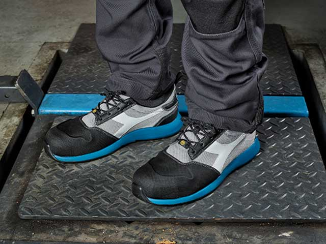 The Utility line shoes by Diadora are ISO 20345:2011 certified, and available in the S1P and S3 safety classes. The safety boots offer total safety and lasting comfort.