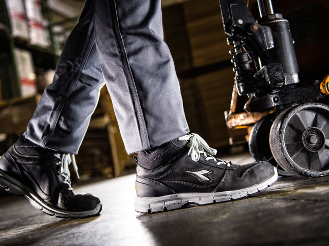 The Utility work shoes are perfect for all workers who need comfortable, trustable, safe anti-accident shoes. For this reason they are certified according to the latest standards.